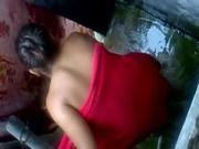 Imagen La graban a escondidas mientras se baña