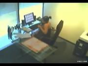 Imagen Camara en oficina graba a la secretaria masturbandose