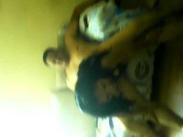 Imagen Putita casada cogiendo con dos mientras su hijo llora!