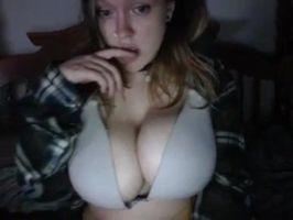 Imagen Morrita enseña sus tetotas por webcam