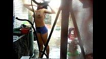 Imagen Espiando a mi cuñada desnuda mientras se baña