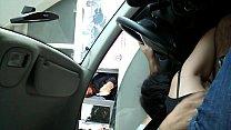 Imagen Mamando en el auto al pasar por peaje