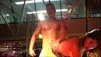 Imagen Putita caliente tiene sexo con stripper en publico
